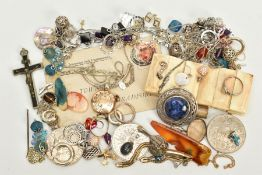 A SELECTION OF ITEMS, to include various pieces of white metal jewellery such as a silver Celtic