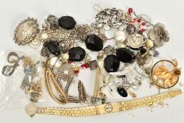 A SELECTION OF JEWELLERY, to include a silver Victorian oval brooch, depicting Dover Castle with a