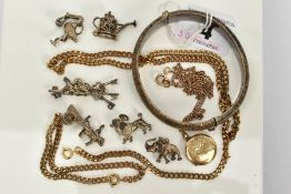 A SELECTION OF JEWELLERY, to include a silver hinged textured bangle, hallmarked Birmingham, six