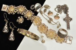 A SMALL SELECTION OF JEWELLERY, to include a child's foliate engraved silver bangle, hallmarked