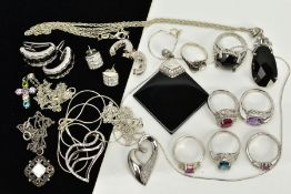 A COLLECTION OF WHITE METAL ASSORTED JEWELLERY ITEMS to include five gem rings to include amethyst