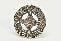 A SILVER OPENWORK CELTIC BROOCH, designed with scroll detail, fitted with a brooch pin, hallmarked