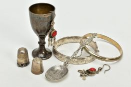 A SELECTION OF ITEMS, to include a half foliate engraved hinged bangle, hallmarked Chester, a