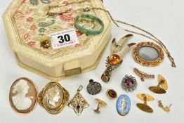 A CREAM HEXAGONAL JEWELLERY BOX WITH CONTENTS, a silver grouse fot brooch set with an oval cut