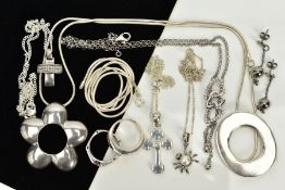A COLLECTION OF WHITE METAL ASSORTED JEWELLERY ITEMS, to include five gem set and plain polished