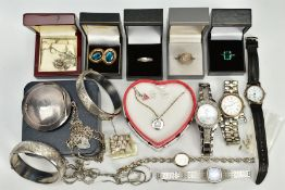 A SELECTION OF ITEMS, to include a small quantity of silver jewellery such as two half floral