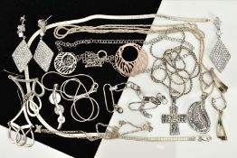 A COLLECTION OF WHITE METAL ASSORTED JEWELLERY ITEMS, to include three necklaces, a plain open