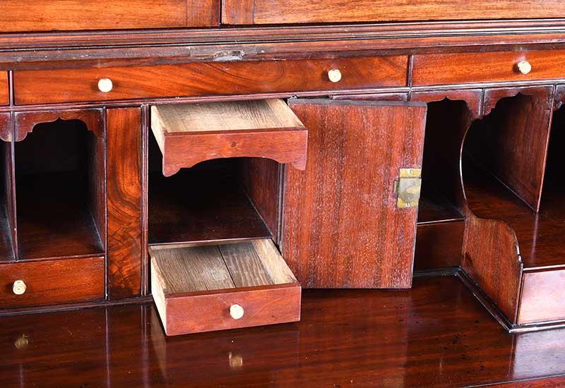 Lot 34 - GEORGIAN MAHOGANY BUREAU BOOKCASE