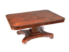 FINE WILLIAM IV FEATHERED MAHOGANY COFFEE TABLE