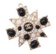 COSTUME PENDANT IN THE STYLE OF CHANEL