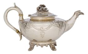A William IV silver teapot, London, c.1837, Joseph Angell sr. & John Angell, of squat, rounded form,