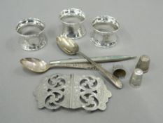 A small quantity of various silver items