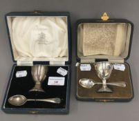 Two cased silver egg cup and spoons (3 troy ounces)