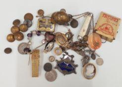 A quantity of vintage jewellery, etc.