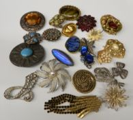 A collection of various vintage brooches