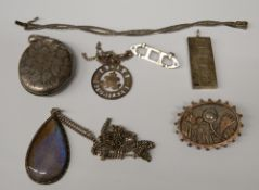 A small quantity of various silver jewellery (99.