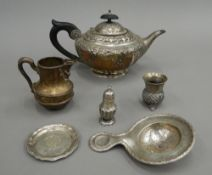 A silver teapot (422.