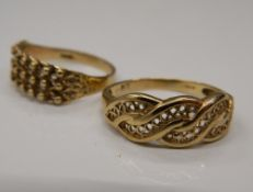 Two 9 ct gold rings (4.