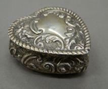 A silver heart shaped trinket box. 5 cm wide (32.5 grammes).
