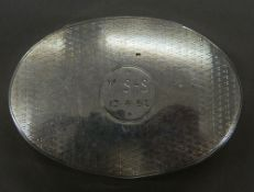 An oval silver snuff box inscribed V. S-S 13.4.52. 6.5 cm wide (45 grammes).