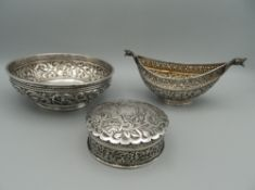 A miniature Indian silver begging bowl (kashkul) with animal terminals, 15 cm wide,