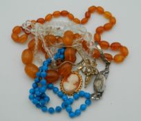 A quantity of vintage jewellery