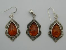 A pair of silver dress earrings, together with a matching pendant. The pendant 3.5 cm high.