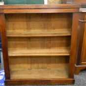 An early 20th century oak bookcase. 91 cm wide.