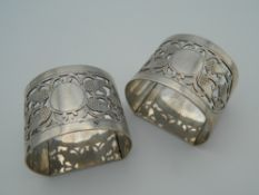 A pair of silver napkin rings with pierced acorn decoration. (65.