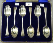 A cased set of silver serving spoons. The case 29 cm wide. 9.7 troy ounces.