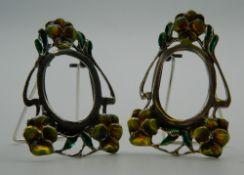 A pair of silver Art Nouveau style miniature photograph frames. Each 4.5 cm high.