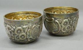 A pair of silver salts. 5.5 cm diameter. 2.9 troy ounces.