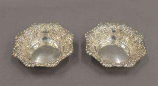 A pair of silver bon-bon dishes. 11.5 cm diameter. 86.1 grammes.