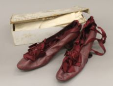 A boxed pair of Victorian ladies shoes. The box 28 cm wide.