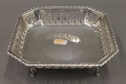 A pierced silver footed dish. 18 cm wide. 6.5 troy ounces.