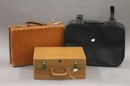 Three small cases. The largest 45 cm wide.