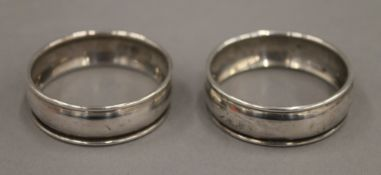 A pair of boxed silver napkin rings. 8 grammes.