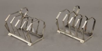 A pair of Art Deco silver toast racks. Each 7.5 cm long. 4.2 troy ounces.