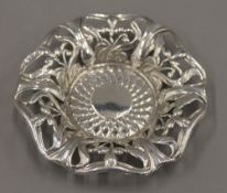 A small Art Nouveau silver dish, hallmarked for Chester. 10 cm diameter. 28.7 grammes.