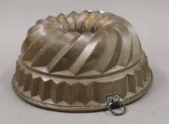 A copper jelly mould. 26.5 cm diameter.
