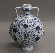 A Chinese blue and white porcelain moon vase. 27.5 cm high.