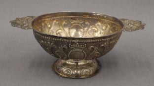 An antique Dutch silver twin handled pedestal bowl. 23 cm wide. 8.2 troy ounces.