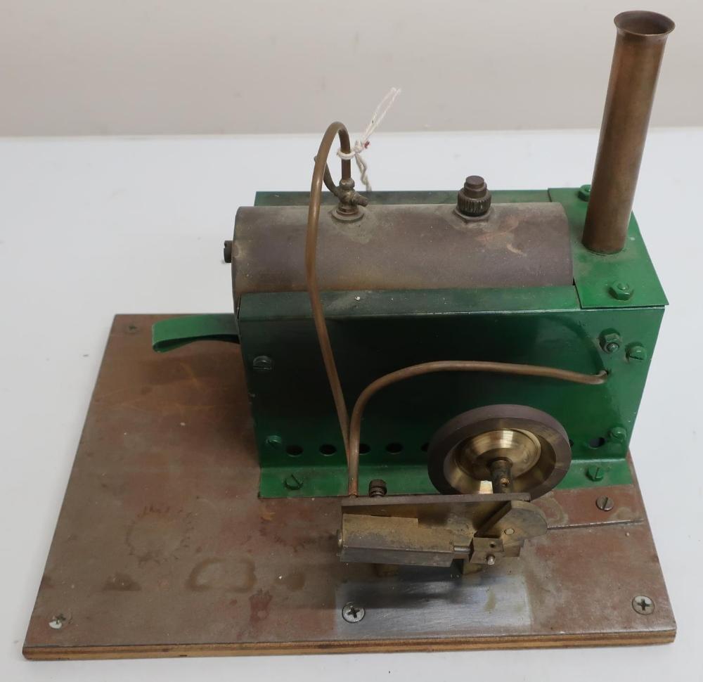 Live steam single cylinder engine with burner, in Bowman Models wooden box