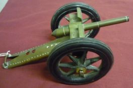 Scratch built scale model of a field gun made from brass with rubberised wheels (L25cm)