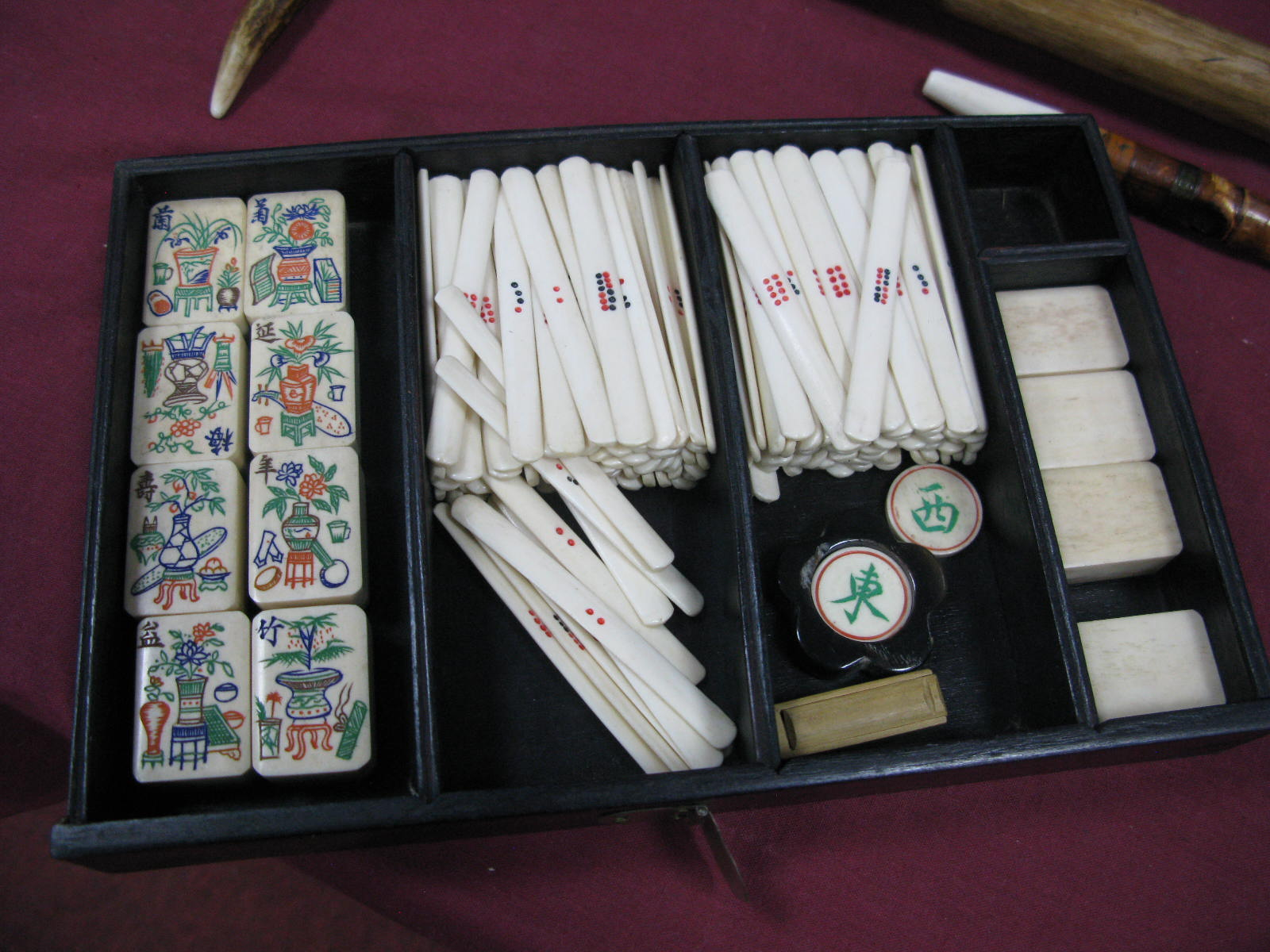 An Early XX Century Mah-Jong Set, contained in a five drawer hardwood carry case decorated with - Image 6 of 6