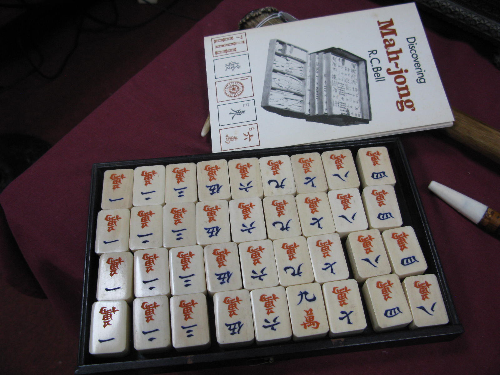 An Early XX Century Mah-Jong Set, contained in a five drawer hardwood carry case decorated with - Image 4 of 6