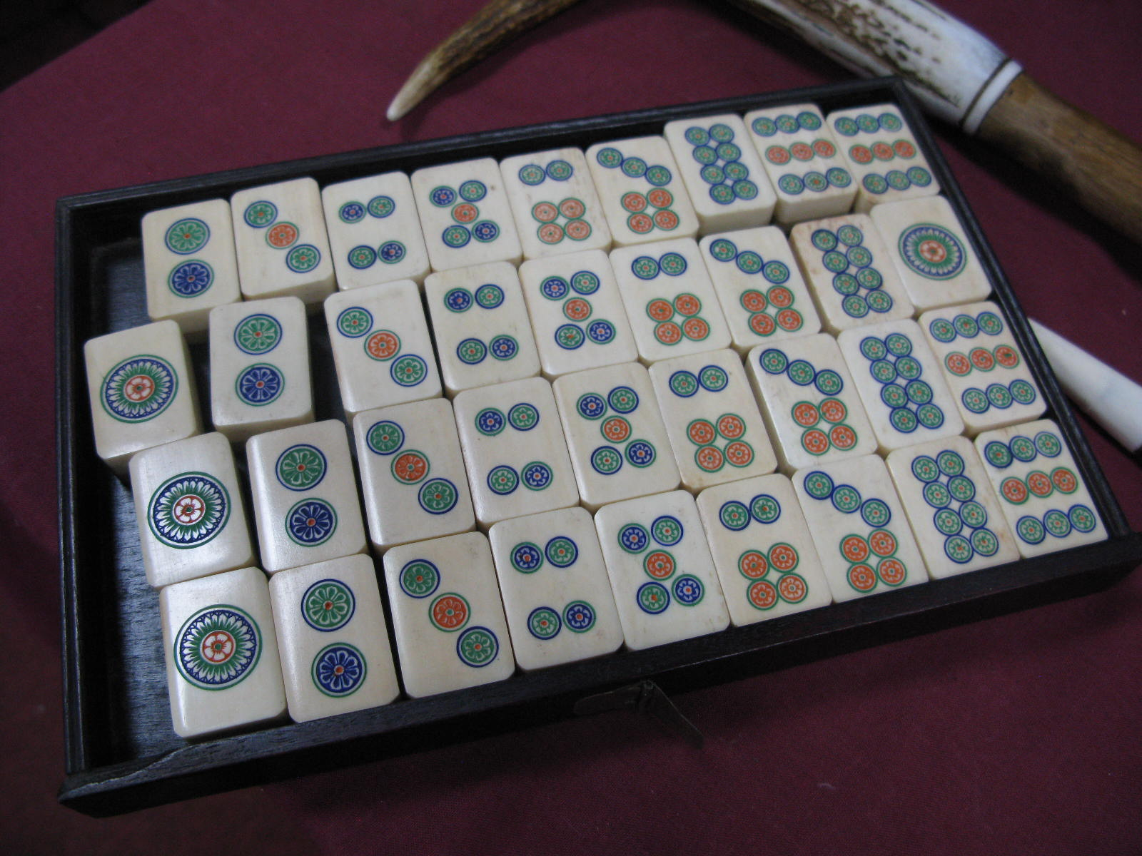 An Early XX Century Mah-Jong Set, contained in a five drawer hardwood carry case decorated with - Image 3 of 6