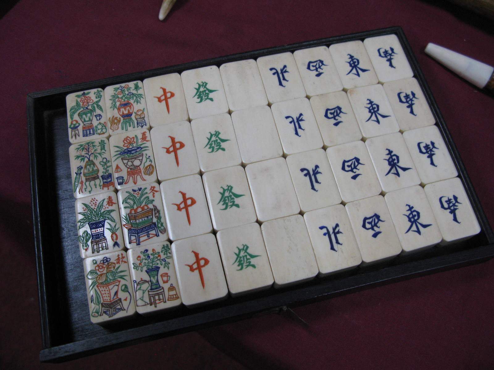 An Early XX Century Mah-Jong Set, contained in a five drawer hardwood carry case decorated with - Image 5 of 6