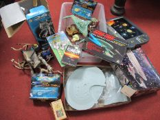 A Quantity of Mainly Modern Sci-fi Related Toys, including Independence Day Alien Supreme