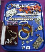 A Selection of Costume Jewellery, including an imitation pearl bead necklace, similar bracelet, a